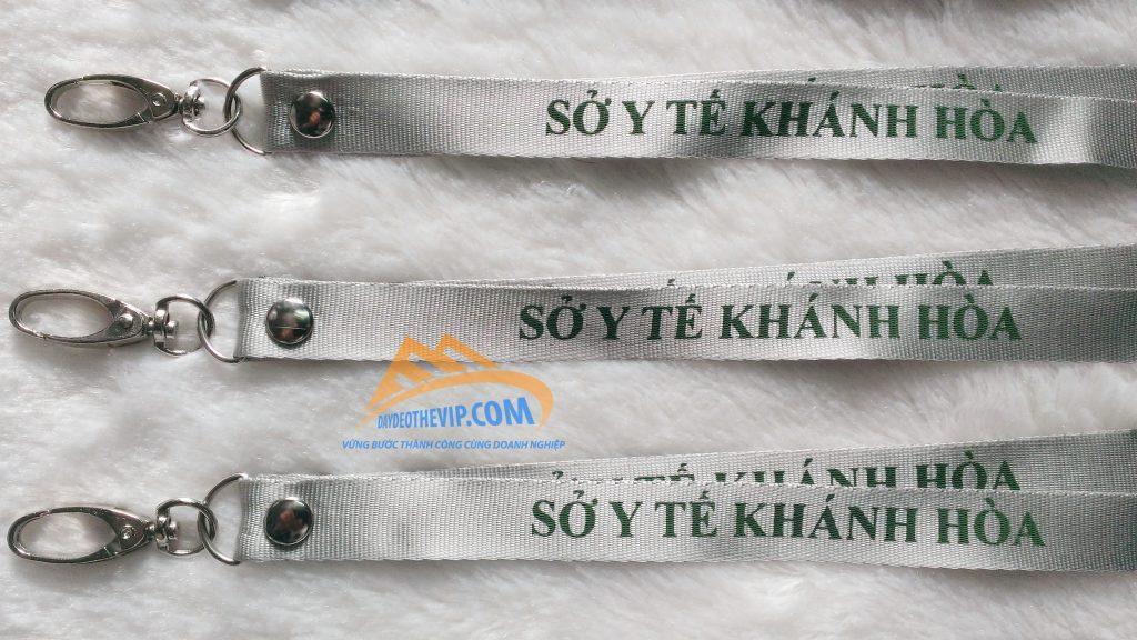 day-deo-the-nhan-vien-y-te-khanh-hoa-1