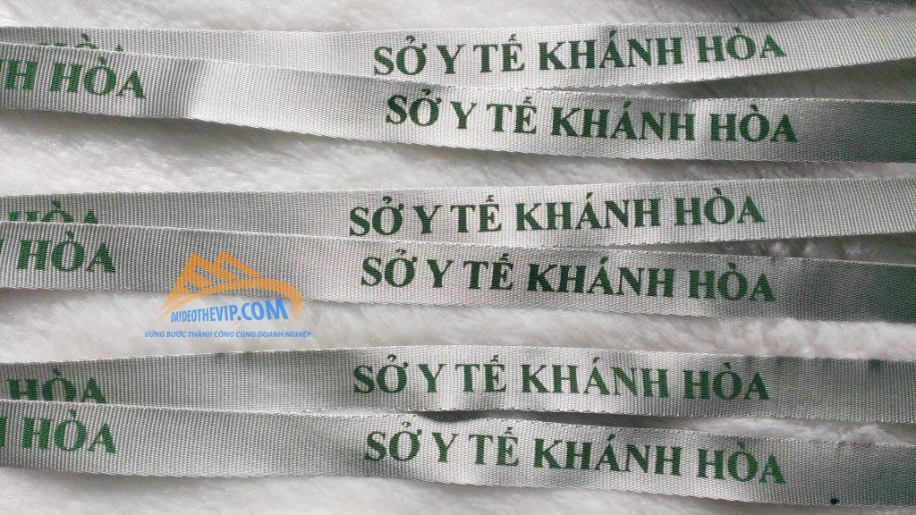 day-deo-the-nhan-vien-y-te-khanh-hoa