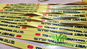 day-deo-the-nhan-vien-cong-ty-Tri-Viet